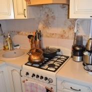Площадь - 60 кв.м., Комнаты все раздельные по 16 кв.м., 15 кв.м., 12 кв.м., площадь кухни - 6 кв.м., 3 комнаты